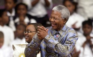 Nelson Mandela at the Freedom Forum [photo by Commerical Appeal]