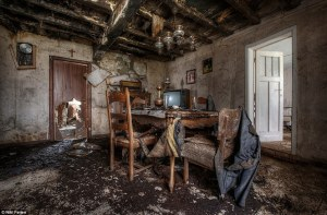 The dining room of a dilapidated farmhouse in western Europe ( ©Niki Feijen)